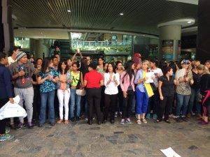 Realizan trancazo en el Sambil Caracas #26Jun