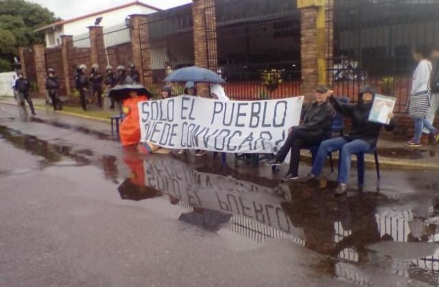 Vecinos en San Cristóbal participaron en el plantón nacional / Foto @elPULP0