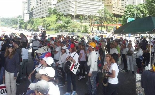 Manifestantes trancaron el Distribuidor Santa Fe / Foto @Analitica