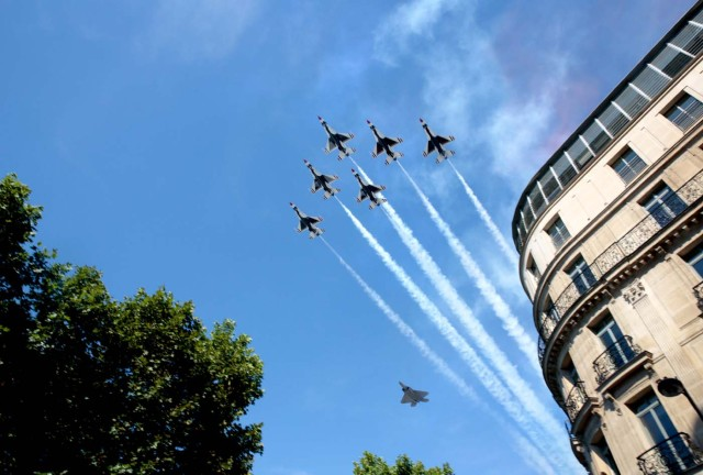 F16 fighter jets of the US Airforce fly over head during the annual Bastille Day parade in French capital Paris on July 14, 2017. The parade on Paris's Champs-Elysees commemorates the centenary of the US entering WWI and will feature horses, helicopters, planes and troops. / AFP PHOTO / GEOFFROY VAN DER HASSELT