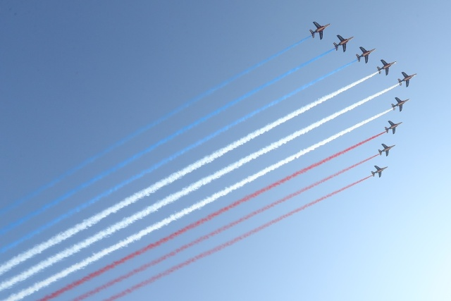 Jets of the Patrouille Acrobatique de France perform during a commemorative ceremony marking the first anniversary of a jihadist truck attack which killed 86 people in Nice, southern France, on Bastille Day, July 14, 2017. Bastille Day celebrations were tinged with mourning, as the Mediterranean city of Nice payed tribute to the victims of an attack claimed by the Islamic State group one year ago, where a man drove a truck into a crowd, killing 86 people.   / AFP PHOTO / Valery HACHE