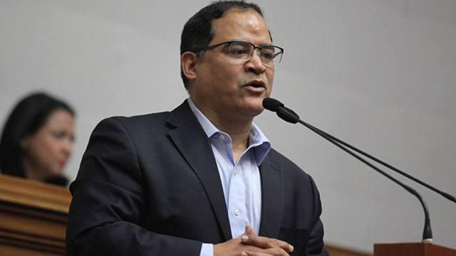 El Jefe de Fracción de Un Nuevo Tiempo, diputado Carlos Valero
