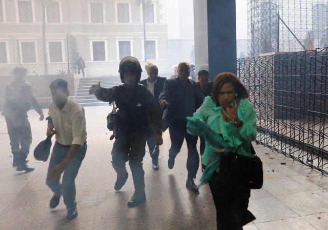 Golpes, robos y amenazas con armas: La odisea que vivieron los secuestrados de la AN. REUTERS/Andres Martinez Casares