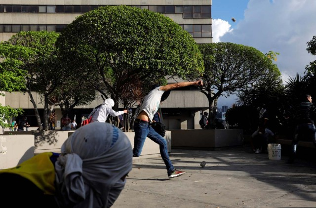 Demonstrators hurl stones during clashes with security forces at a rally against Venezuelan President Nicolas Maduro's government in Caracas, Venezuela, July 6, 2017. REUTERS/Andres Martinez Casares
