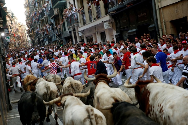 Runners sprint ahead of bulls during the first running of the bulls at the San Fermin festival in Pamplona, northern Spain, July 7, 2017. REUTERS/Susana Vera TPX IMAGES OF THE DAY