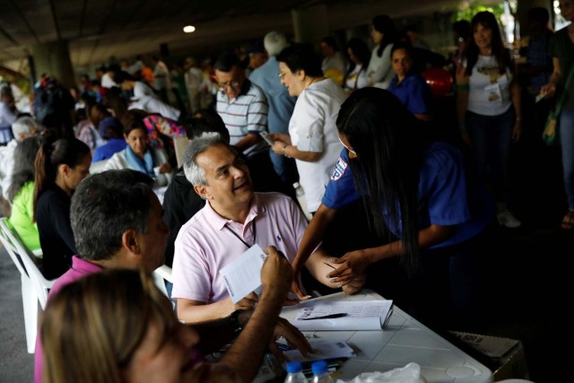 People sign in during an unofficial plebiscite against Venezuela's President Nicolas Maduro's government and his plan to rewrite the constitution, in Caracas, Venezuela July 16, 2017. REUTERS/Carlos Garcia Rawlins