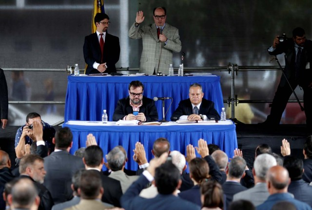 Julio Borges (top R), president of the National Assembly and deputy of the Venezuelan coalition of opposition parties (MUD), attends a session of Venezuela's opposition-controlled National Assembly to appoint alternative judges to the Supreme Court in Caracas, Venezuela, July 21, 2017. REUTERS/Ueslei Marcelino