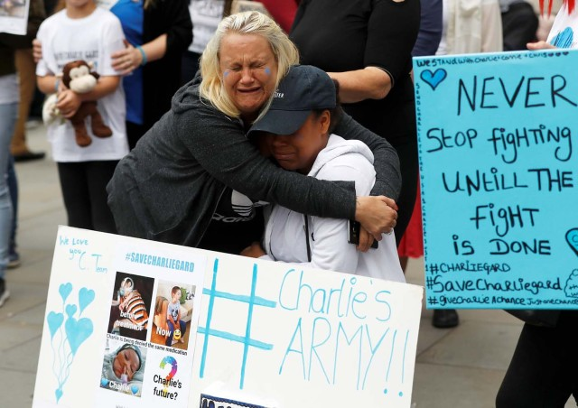 Supporters of Charlie Gard's parents react outside the High Court during a hearing on the baby's future, in London, Britain July 24, 2017. REUTERS/Peter Nicholls
