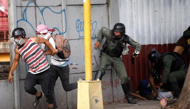 Varios manifestantes fueron detenidos este miércoles y jueves durante el paro cívico. REUTERS/Andres Martinez Casares
