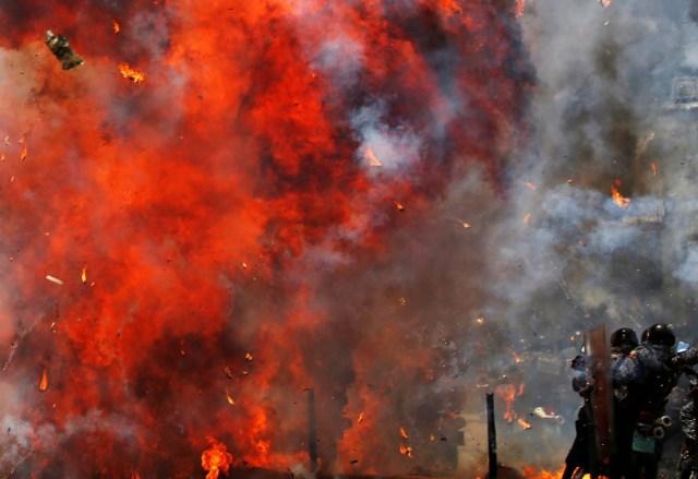 Una explosión en Altamira Caracas, Venezuela, July 30, 2017. REUTERS/Carlos Garcia Rawlins TPX IMAGES OF THE DAY