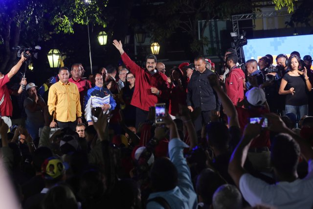 Venezuela's President Nicolas Maduro (C) attends a meeting with supporters in Caracas, Venezuela July 31, 2017. Miraflores Palace/Handout via REUTERS ATTENTION EDITORS - THIS PICTURE WAS PROVIDED BY A THIRD PARTY.