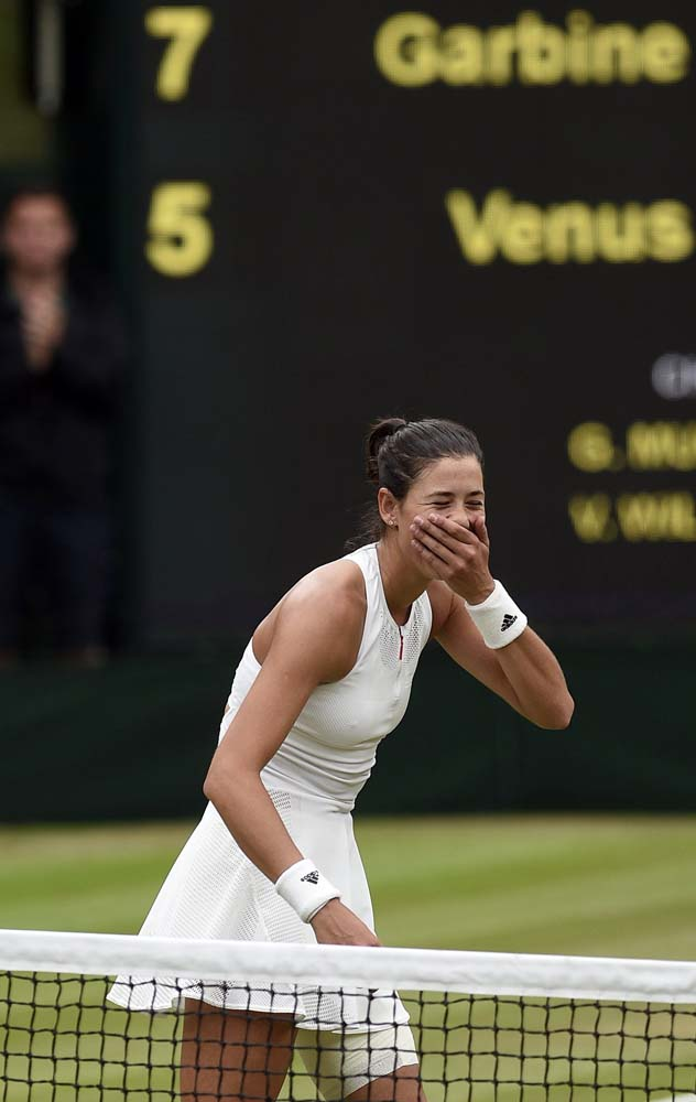 Wimbledon (United Kingdom), 15/07/2017.- Garbine Muguruza of Spain celebrates her victory over Venus Williams of the US in the women's final of the Wimbledon Championships at the All England Lawn Tennis Club, in London, Britain, 15 July 2017. (España, Londres, Tenis) EFE/EPA/GERRY PENNY EDITORIAL USE ONLY/NO COMMERCIAL SALES