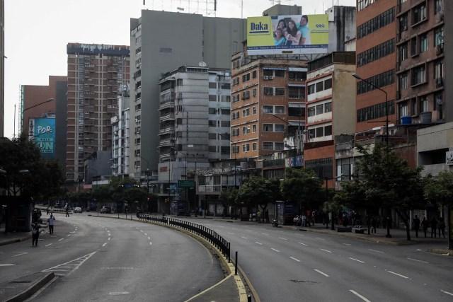 CAR20. CARACAS (VENEZUELA), 26/07/2017.- Vista de calles, avenidas y autopistas parcialmente vacías hoy, miércoles 26 de julio de 2017, durante el comienzo de la huelga general de 48 horas en Caracas (Venezuela). La oposición venezolana ha convocado a una huelga general de 48 horas en todo el país que se inicia hoy como parte de las manifestaciones en contra de la Asamblea Nacional Constituyente que impulsa el Gobierno para cambiar la Carta Magna. EFE/Miguel Gutiérrez