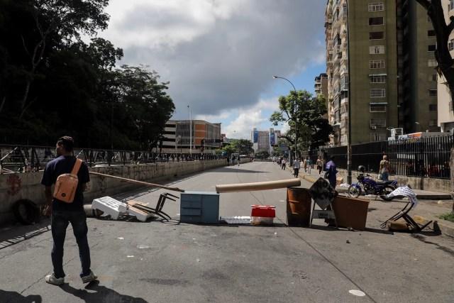 CAR20. CARACAS (VENEZUELA), 26/07/2017.- Vista de calles, avenidas y autopistas parcialmente vacías hoy, miércoles 26 de julio de 2017, durante la huelga general de 48 horas en Caracas (Venezuela). La oposición venezolana ha convocado a una huelga general de 48 horas en todo el país que se inicia hoy como parte de las manifestaciones en contra de la Asamblea Nacional Constituyente que impulsa el Gobierno para cambiar la Carta Magna. EFE/Miguel Gutiérrez