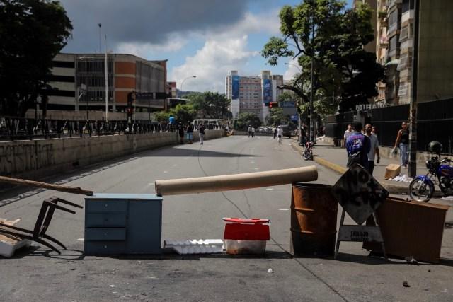 CAR24. CARACAS (VENEZUELA), 26/07/2017.- Vista de calles, avenidas y autopistas parcialmente vacías hoy, miércoles 26 de julio de 2017, durante la huelga general de 48 horas en Caracas (Venezuela). La oposición venezolana ha convocado a una huelga general de 48 horas en todo el país que se inicia hoy como parte de las manifestaciones en contra de la Asamblea Nacional Constituyente que impulsa el Gobierno para cambiar la Carta Magna. EFE/Miguel Gutiérrez