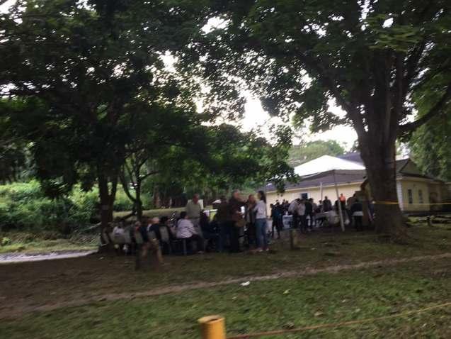 Punto soberano ubicado en La Lagunita con electores en cola desde temprano / Foto: @verocarballo7 - La Patilla