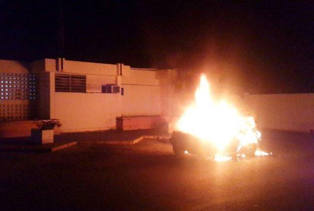 Coletivos paramilitares incendiaron un autobús en liceo del estado Lara