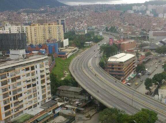 Foto: Así se ve la autopista Francisco Fajardo a la altura de Petare / Cortesía