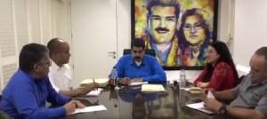 Cambios en Miraflores: Llegan los cuadros de Maduro con Cilia ¿Sacaron los de Chávez? (foto)
