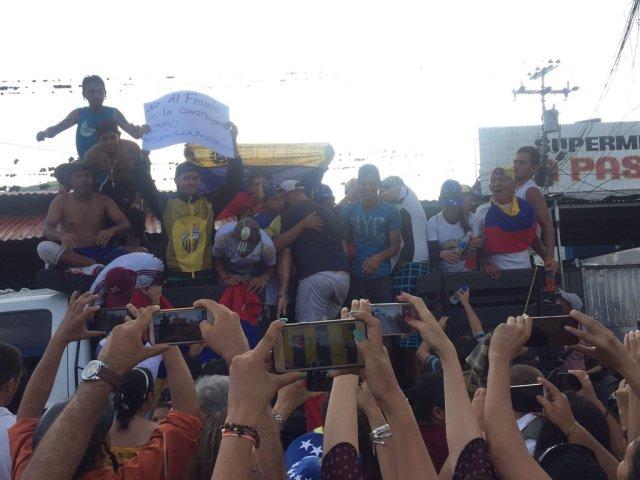 A pesar del susto, los jóvenes fueron recibidos como héroes en Socopó. Foto: @normanmendez