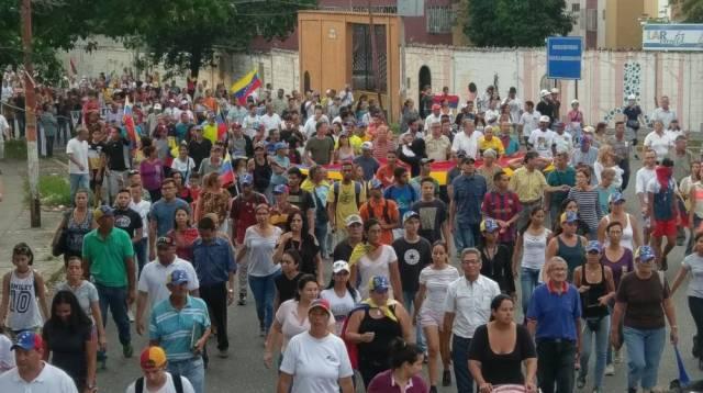 Guaros marcharon por los caídos y contra la Constituyente. Foto @giselacarmona