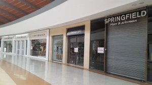 Seniat clausuró comercios en el Sambil-Margarita por unirse al paro (fotos)