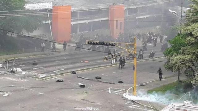 En San Cristóbal, estado Táchira, resultaron al menos 10 personas heridas tras brutal represión efectuada por la GNB / Foto: Via Twitter