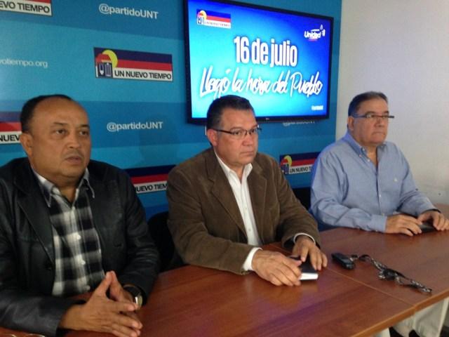Presidente de UNT en Monagas  Wilfredo Febres, Presidente Ejecutivo de UNT Enrique Márquez y Secretario General de UNT Luis Emilio Rondón