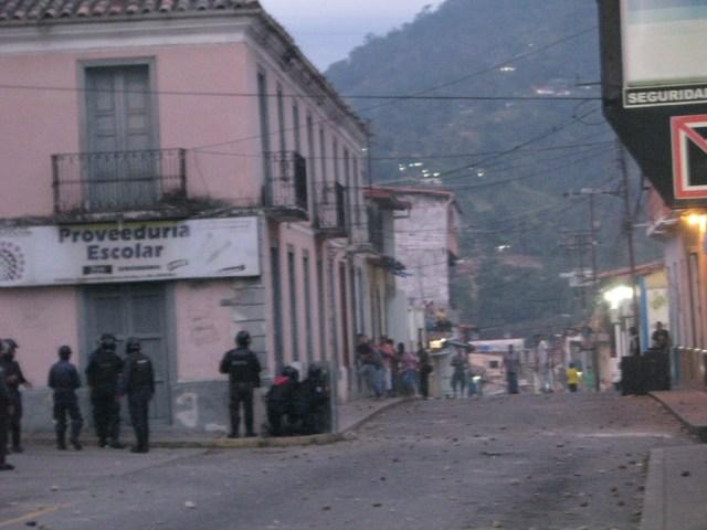 Más de 40 heridos dejó la represión desmedida en Santa Cruz de Mora