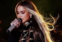 Jennifer Lopez dejó ver sus 'sorpresas' en unos leggins de plástico