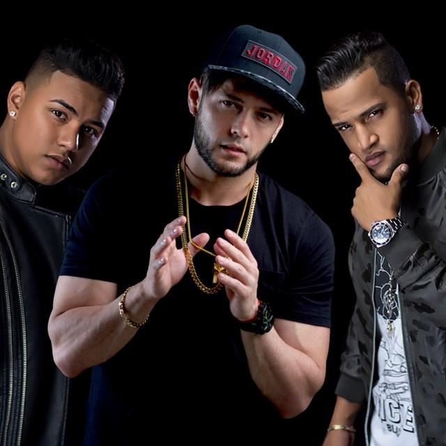 Kent junto Raúl y Fito