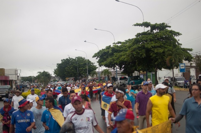 Los jovenes que caminaban desde San Cristobal hacia Caracas  (12)