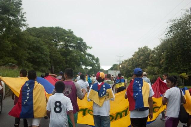 Los jovenes que caminaban desde San Cristobal hacia Caracas  (18)