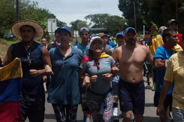 Los jovenes que caminaban desde San Cristobal hacia Caracas  (20)