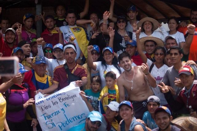 Los jovenes que caminaban desde San Cristobal hacia Caracas  (21)