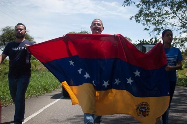 Los jovenes que caminaban desde San Cristobal hacia Caracas  (22)