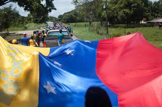 Los jovenes que caminaban desde San Cristobal hacia Caracas  (23)