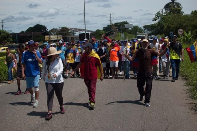 Los jovenes que caminaban desde San Cristobal hacia Caracas  (25)