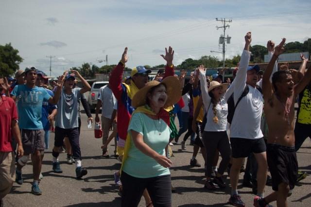Los jovenes que caminaban desde San Cristobal hacia Caracas  (26)