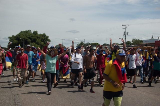 Los jovenes que caminaban desde San Cristobal hacia Caracas  (27)