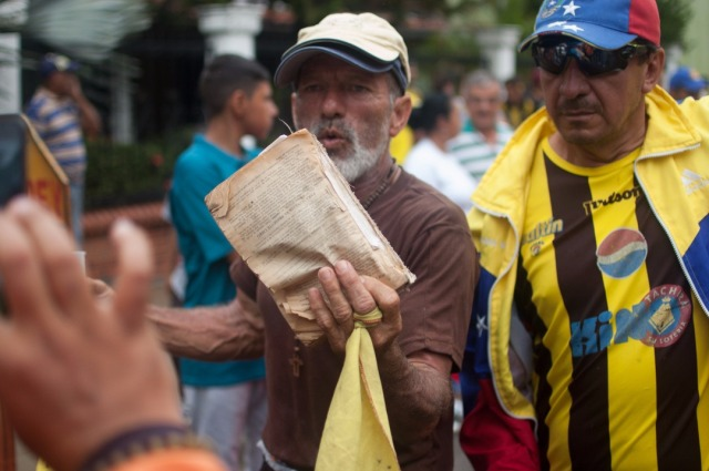 Los jovenes que caminaban desde San Cristobal hacia Caracas  (3)