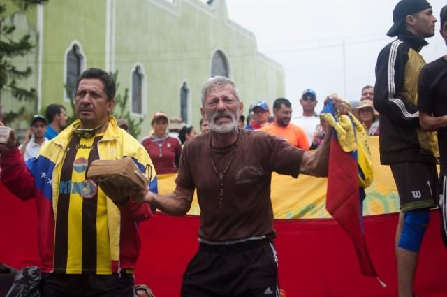 Los jovenes que caminaban desde San Cristobal hacia Caracas  (4)
