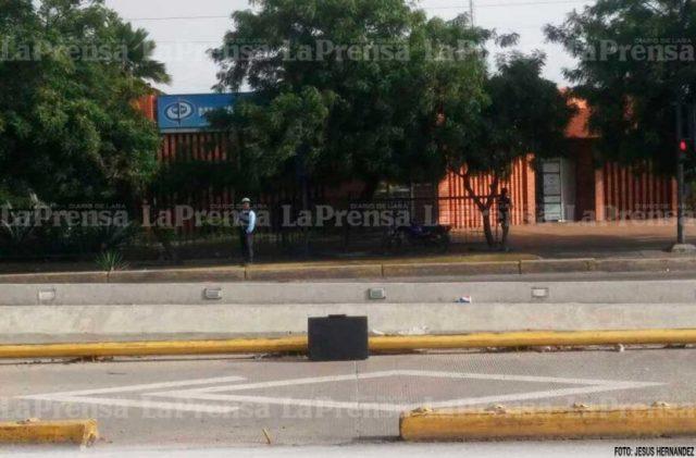 """Foto: """"Maletín bomba"""" frente al Ministerio Público al oeste de Barquisimeto / Prensa de Lara"""