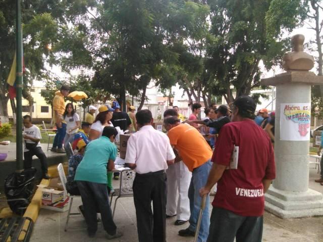En Aragua Punto Soberano Plaza Fco de Miranda, en Municipio Linares Alcantara   ACTIVADAS 10 mesas    via @Roselba_Hj Roselba Diaz