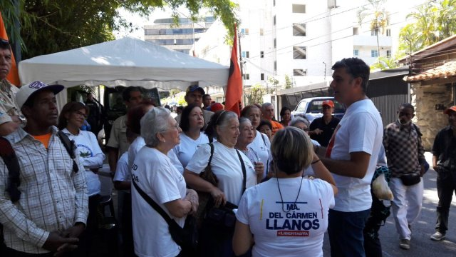 NDP 14.07.17 Alfredo Jimeno Junto a la Juventud Prolongada, Palmeros de Chacao y activistas de VP apoyamos a Leopoldo López en su casa por cárcel