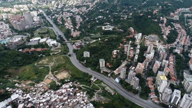 Vista aérea del CC Los Campitos y el Centro Italo jueves 27 de julio de 2017 durante el paro nacional a las 12:20 pm