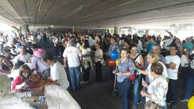 Vecinos de Prados del Este participan en la consulta popular / Fotos: Eduardo Ríos