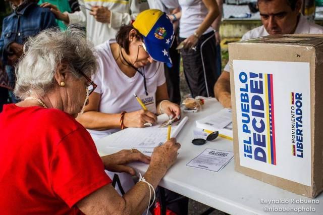 Consulta popular en Prados del Este / Foto: Reynaldo Riobueno