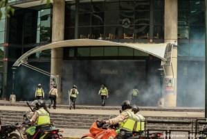 """La PNB lanzó """"gasecitos"""" dentro del Sambil y más de 40 personas resultaron heridas (+fotos)"""