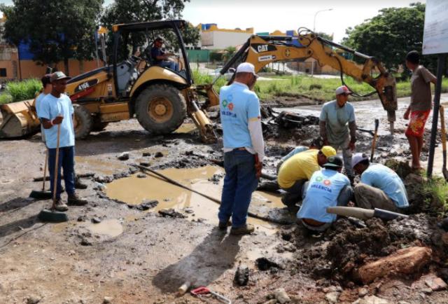La Alcaldía de Valencia trabaja en la reconstrucción vial de Parque Valencia